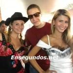 Aldo Peguero con las modelos de Claro