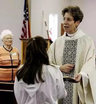 Teólogos quieren que los sacerdotes se casen   y se incorporen las mujeres al frente de  las misas
