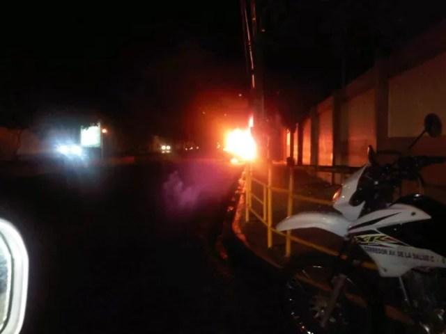Foto: Fuego en el sótano de la tienda La Sirena de la Luperón