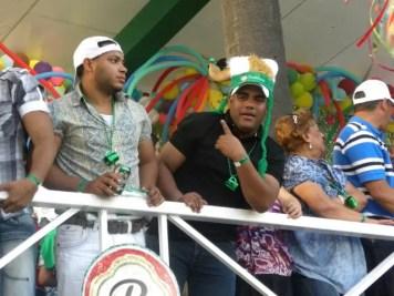 La gente disfrutando del carnaval