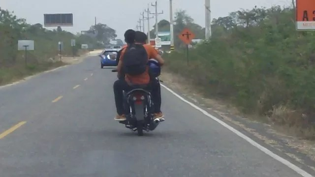 El casco protector para muchos motoristas es un elemento de decoración