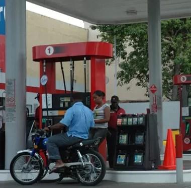 Congelan otra vez los precios de los combustibles