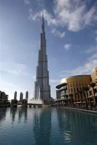 Hombre se suicida desde la torre más alta del mundo en Dubái