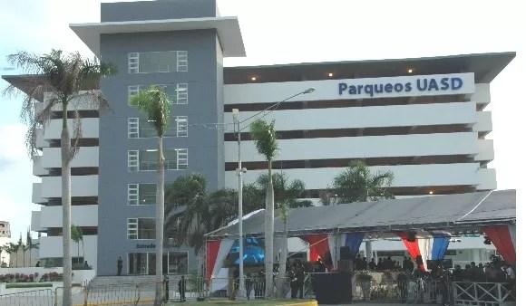 Por fallas, el parqueo de los mil millones de pesos en la UASD no se ha podido usar