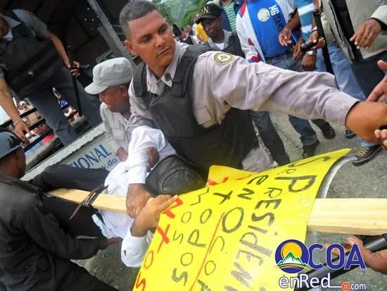 Apresado por colocar en un letrero al presidente ¨ En Ocoa no todos somos tontos¨ (video)