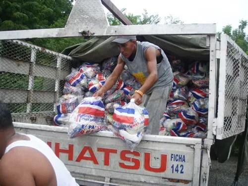 Asaltan camión de la Presidencia cargado de pollos
