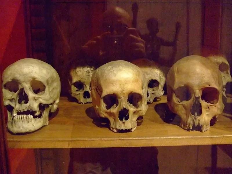 Encuentran 4 cráneos humanos usados para rito satánico en Dajabón