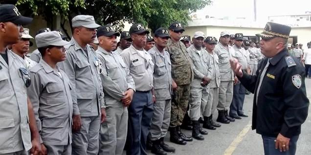200 nuevos policías se suman a  las labores de patrullaje  en Santo Domingo Este