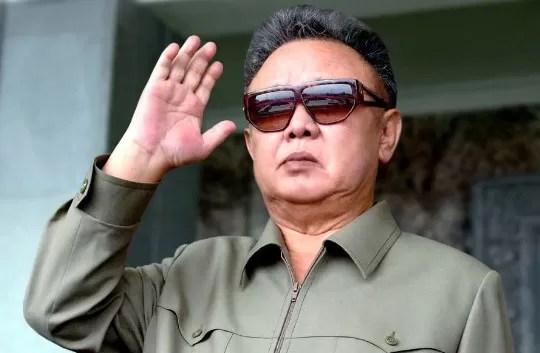 Norcoreanos deben inclinarse 3 veces al día por muerte de Kim Jong-il