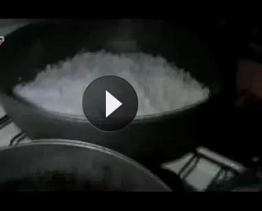 Le robaron la comida de las 12 a una familia en Santiago  (video)