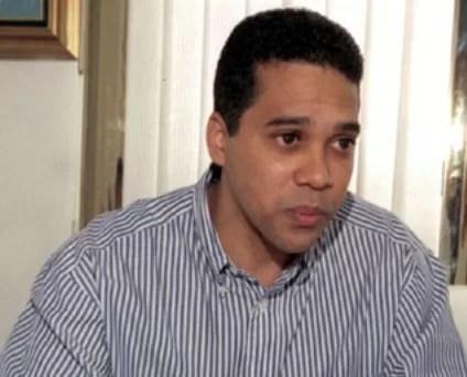 Salud Pública  levanta suspensión al cirujano Edgar Contreras