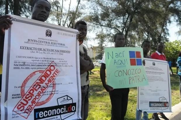 Decenas apoyan den nacionalidad dominicana a haitianos ilegales