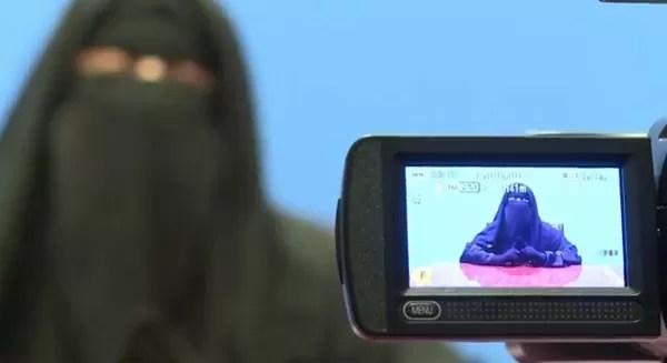 Así trabajan las presentadoras de TV en Egipto (video)