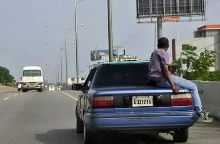 Piden eliminar toque de queda ante caos en transporte público