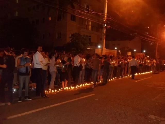 Jóvenes protestan frente a FUNGLODE contra el Paquetazo