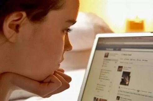 mujer facebook