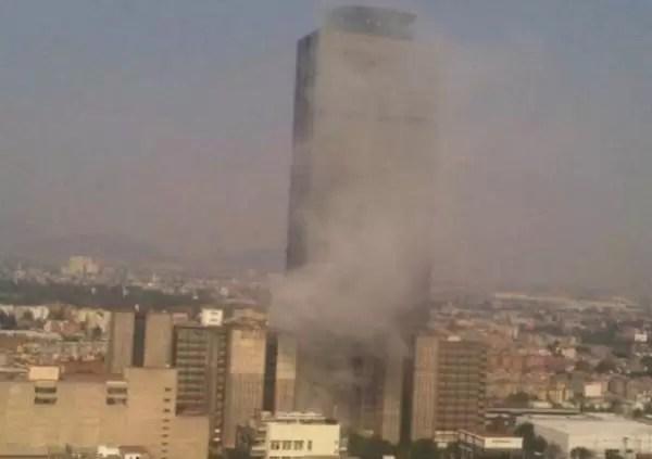 Al menos 14 muertos por explosión en rascacielos de México