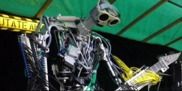 Robots tocan heavy-metal (vídeo)