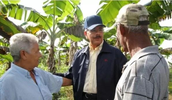Danilo Medina con agricultores