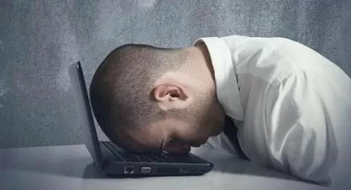 Cajero de un banco se quedó dormido sobre una tecla y transfirio 222.222.222 euros