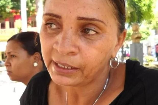 Mujer intenta matar en plena audiencia joven le ultimó hijo