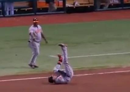 Manny Machado sufre una grave lesión en la rodilla izquierda (video)