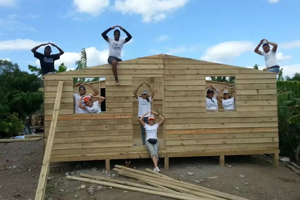 Organización TECHO realiza construcción de viviendas en Baní