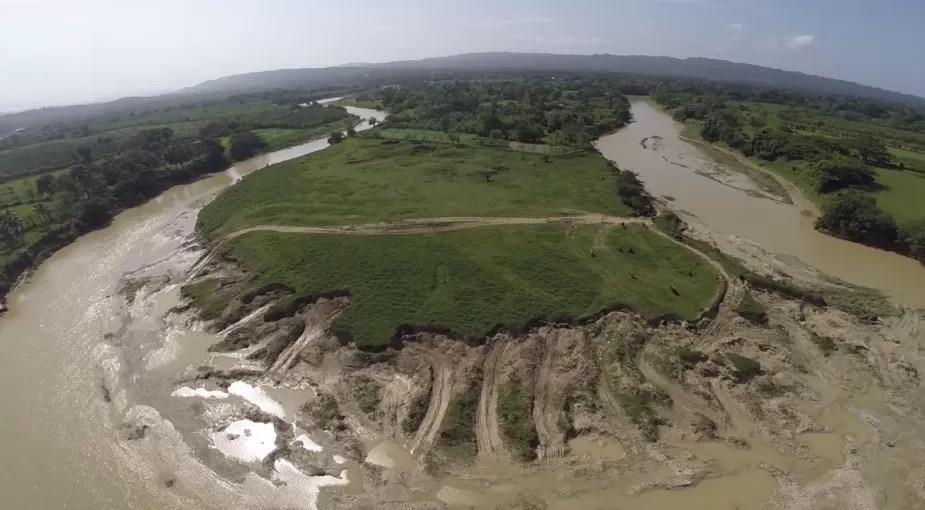 Ministerio de Medio Ambiente ordena detener la extracción de materiales del río Yásica
