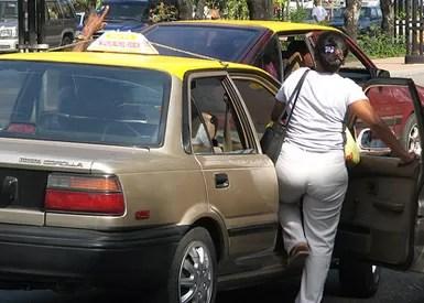 carro publico amarillo