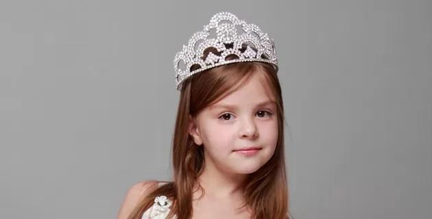 """Concurso infantil """"Miss tanguita"""" causa polémica en Colombia"""