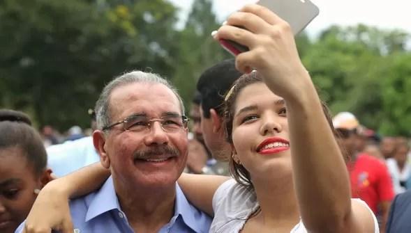 Danilo Medina Selfie