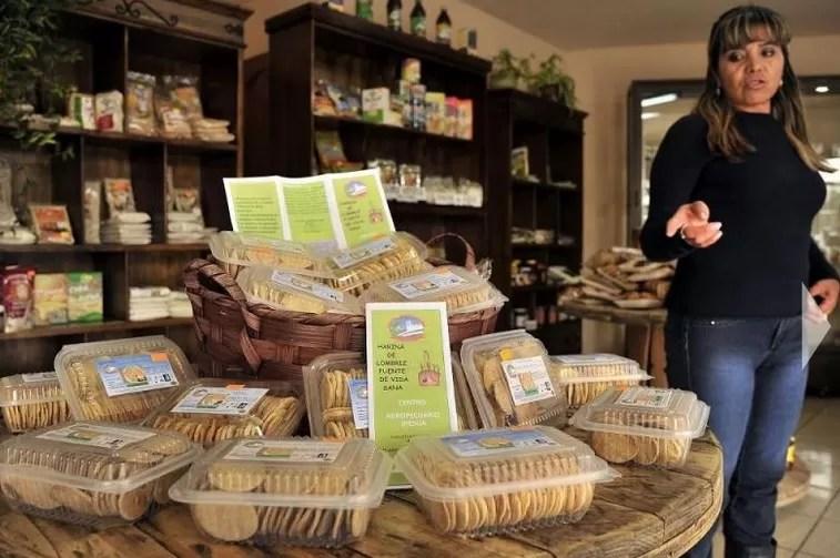 Galletas de harina de lombriz, curiosa forma de nutrirse en Bolivia