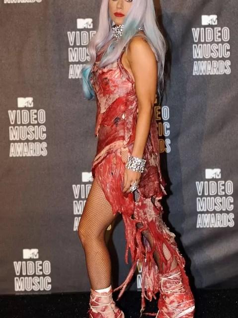 Llevan a un museo el vestido de carne de Lady Gaga