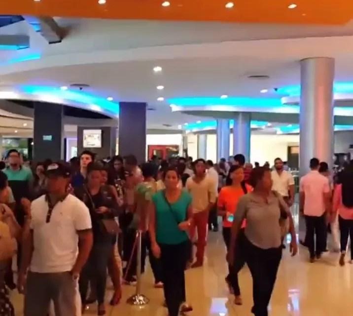 """Video: Así estaban las filas anoche para ver """"Todo incluido"""""""