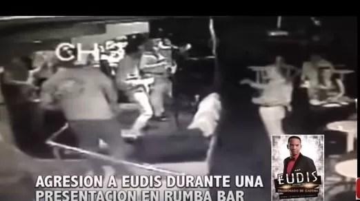 Video: Tremenda bofetada a un bachatero en pleno concierto