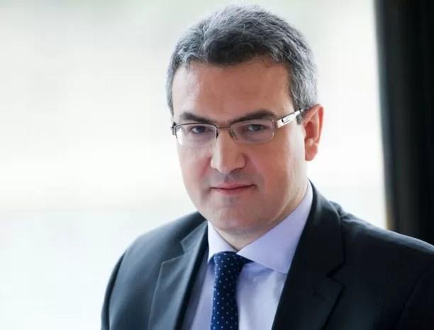 Juez ordena arresto de diputado francés  por huida de pilotos