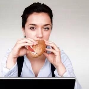 6 malos hábitos que arruinan tu dieta y evitan que pierdas peso