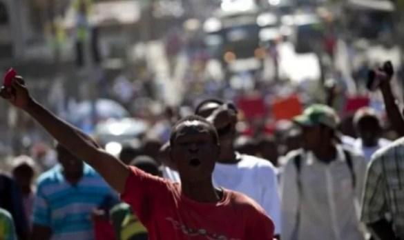 Haitianos marchan