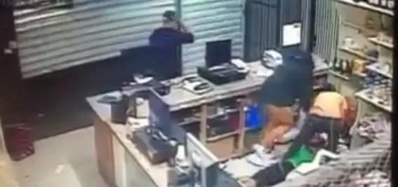 Video: Ladrones se llevan más de 100mil pesos del Supermercado Real