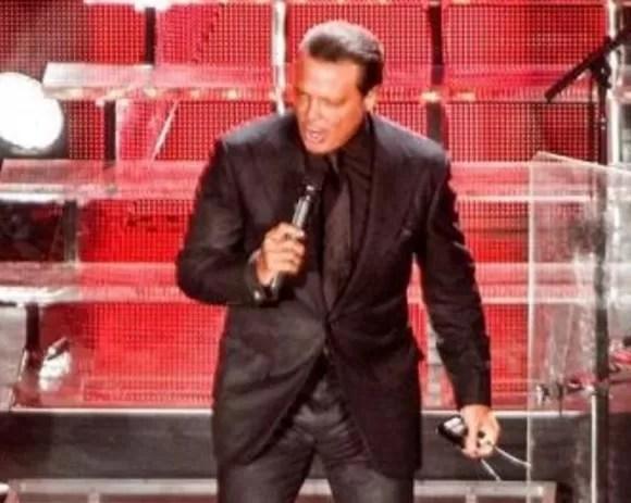 Luis Miguel abandona  concierto por problemas de salud