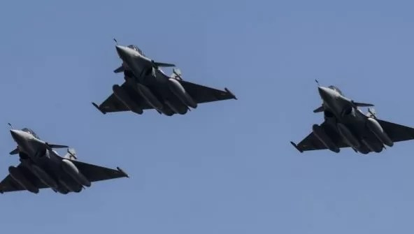 Aviones franceses bombardean bastiones del EI en Siria