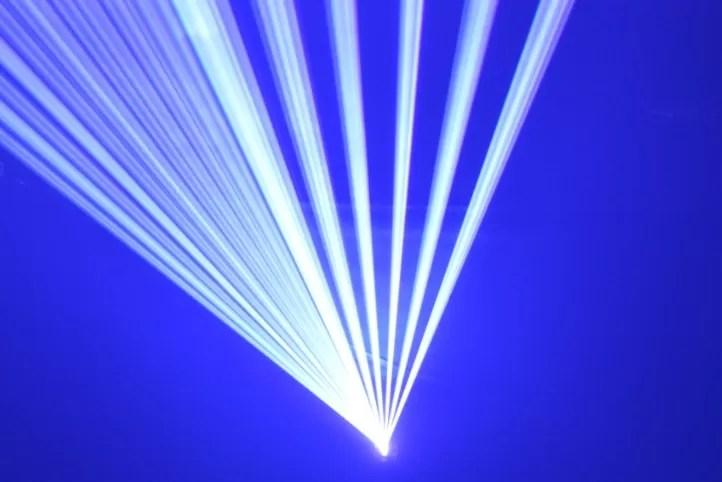 Piden criminalizar uso láser contra los aviones