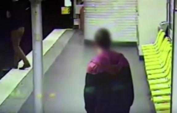 Le roba la cartera y después lo salva de morir arrollado (Video)