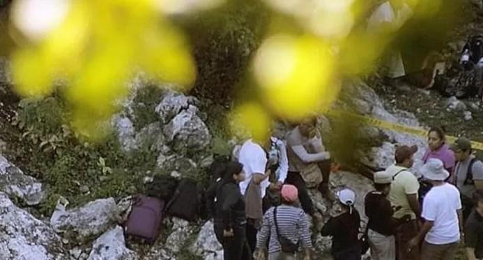 Localizan 17 cuerpos en una barranca en el sur de México