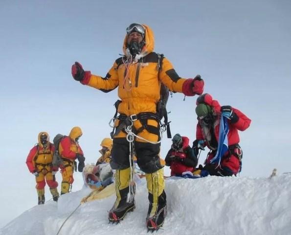 Foto original de Satyarup Siddhanta en la cima del Everest.