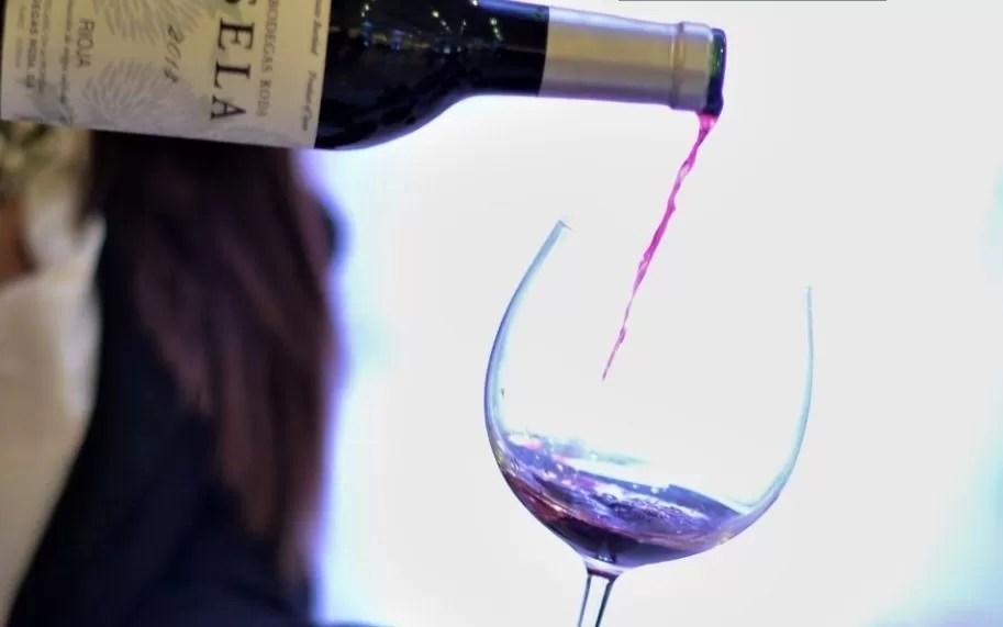Francia prevé retroceso de 29% de producción de vino en 2021