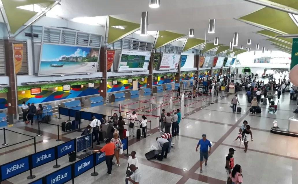 Aeropuertos dominicanos movilizaron más de 800 mil pasajeros en el mes de mayo