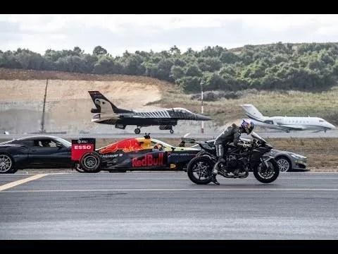 Esto pasa en una carrera entre una moto ninja, un Formula 1, un Tesla y un Jet