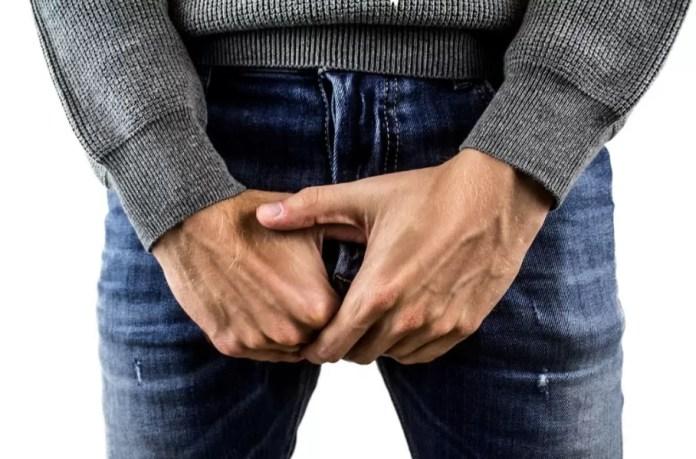 la próstata puede causar dolor en la parte inferior del abdomen o