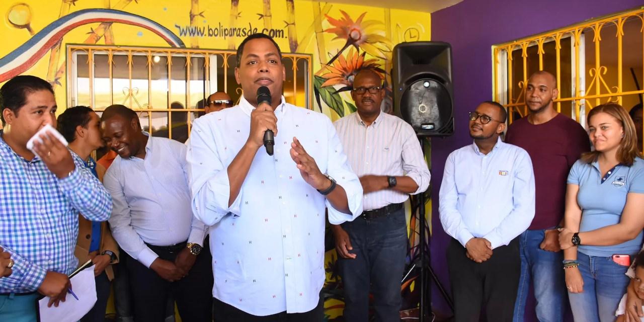 Bolivar Valera inaugura oficina política